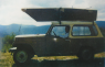 """""""Mi primera exposición, en San Román de Cameros, una barca llena de esculturas navegando en el cielo de mi jeep y yo ilusionado"""" (Archivo: Roberto Pajares)"""