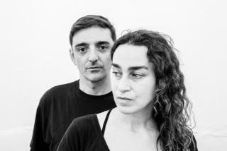 Mira Bernabeu y Miriam Lozano en el nuevo Espaivisor, Valencia. Fotografía de Miguel Lorenzo.