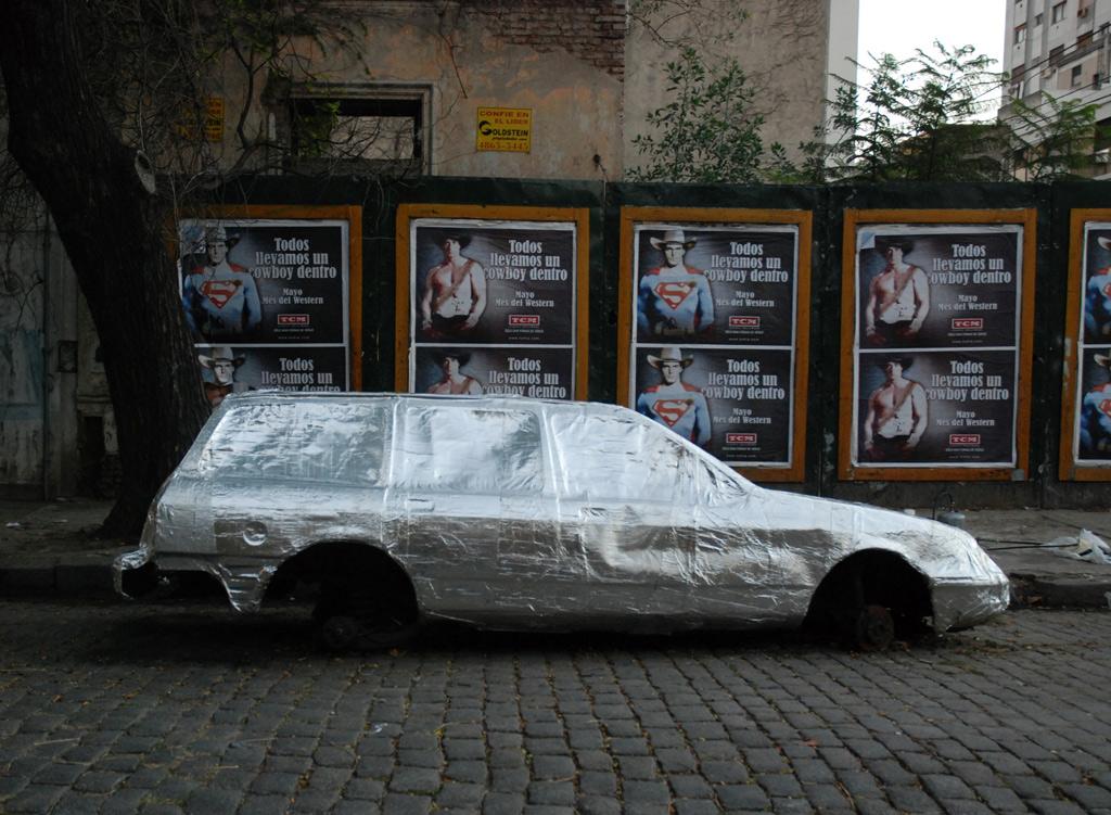 Ford Sierra Rural cubierto con membrana asfáltica con aluminio