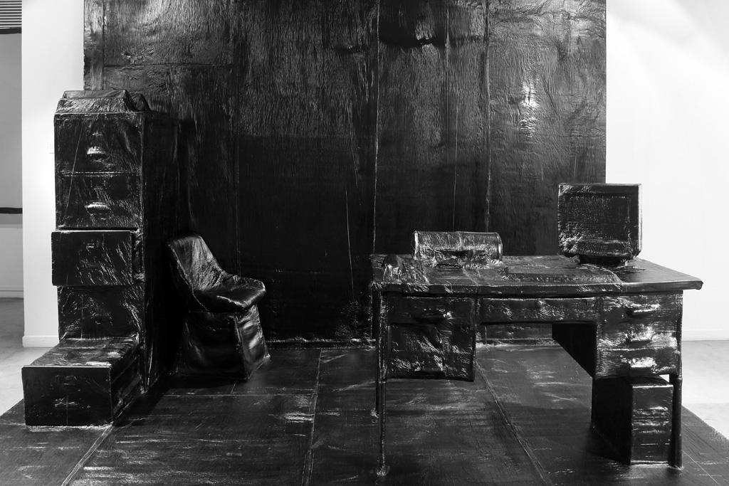 Mobiliarios de oficina cubiertos con membrana normal no expuesta (2011) - Martín Guerrero