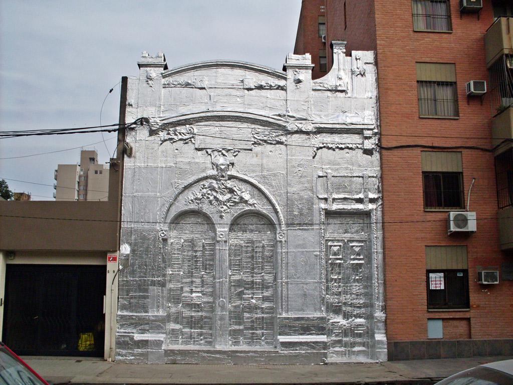 Fachada cubierta con membrana asfáltica con aluminio (2012) - Martín Guerrero