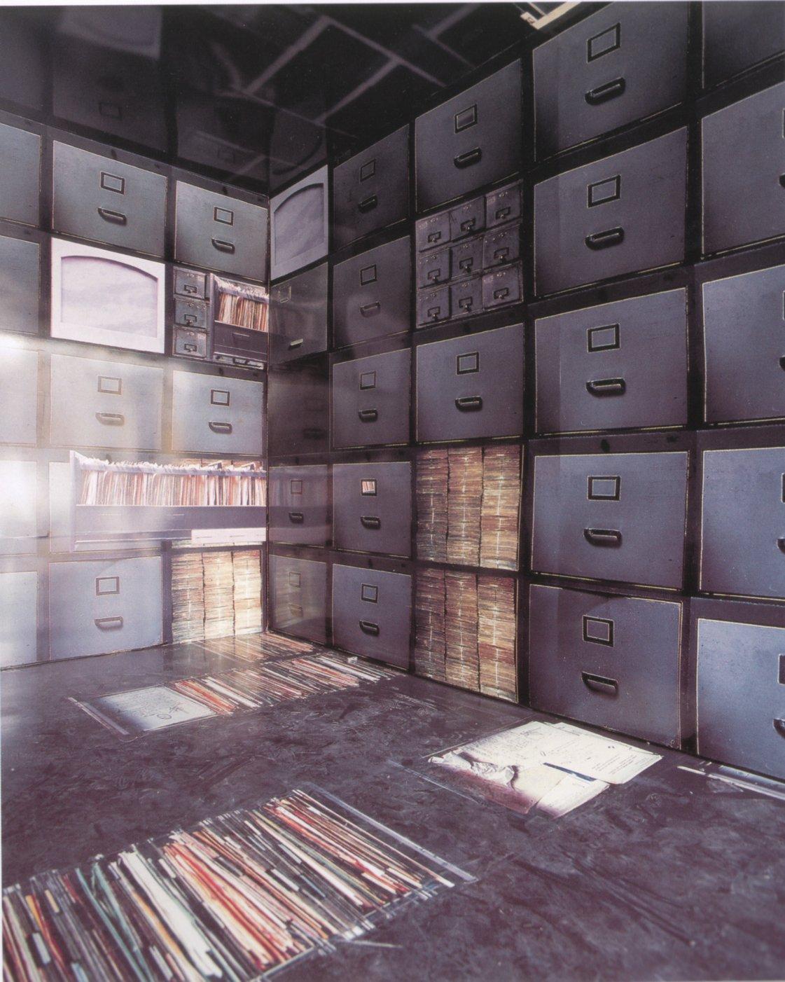 Memorias de un Archivo (2001) - Adriana González Brun