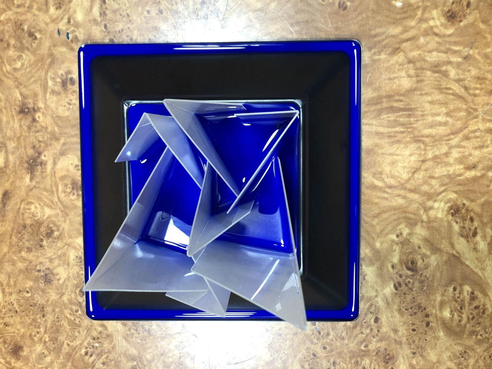 Flor cuadrada y azul (2018) - Tomas Díaz Magro