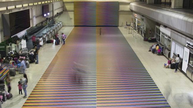 Obra de Carlos Cruz-Diez - Piso del Aeropuerto Internacional Simón Bolívar de Maiquetía