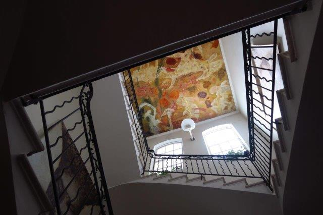 En el hueco de la escalera (2018) - Juan Jiménez