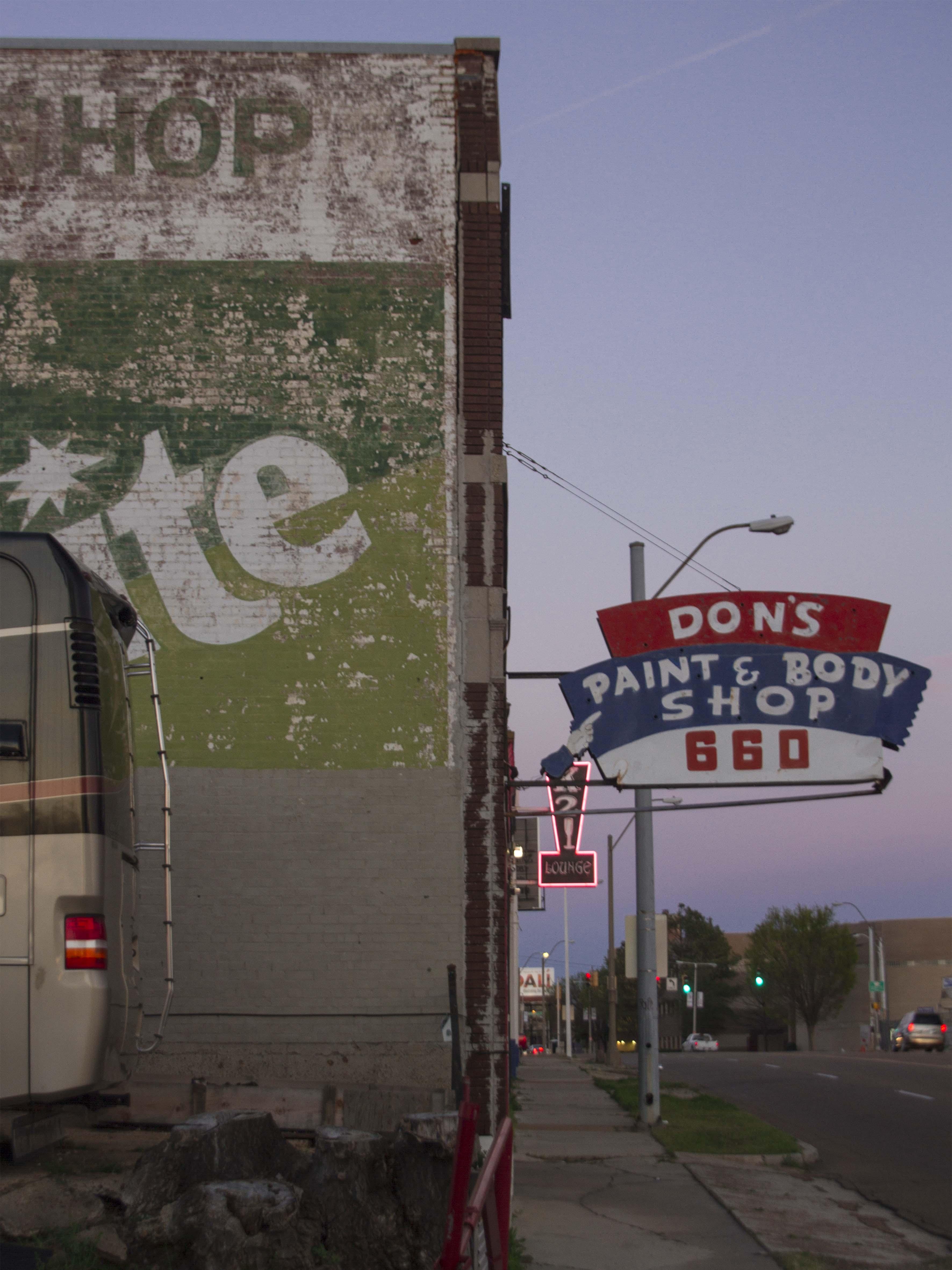 Cae la noche en Memphis, TN