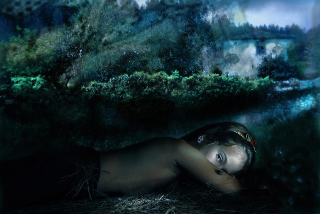 Six feet under (2009) - Helena Segura-Torrella
