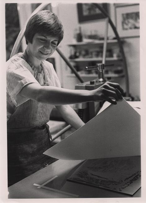 Yolanda del Riego en su primer estudio de grabado en Anchorage, Alaska (1978)