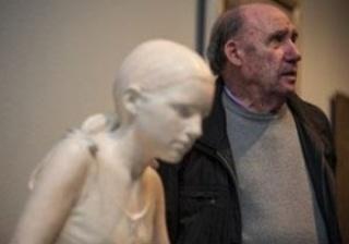 """Francisco LópezHernández en las salas de exposición \""""Realistas de Madrid\"""". Cortesía del Museo Thyssen-Bornemizsa"""