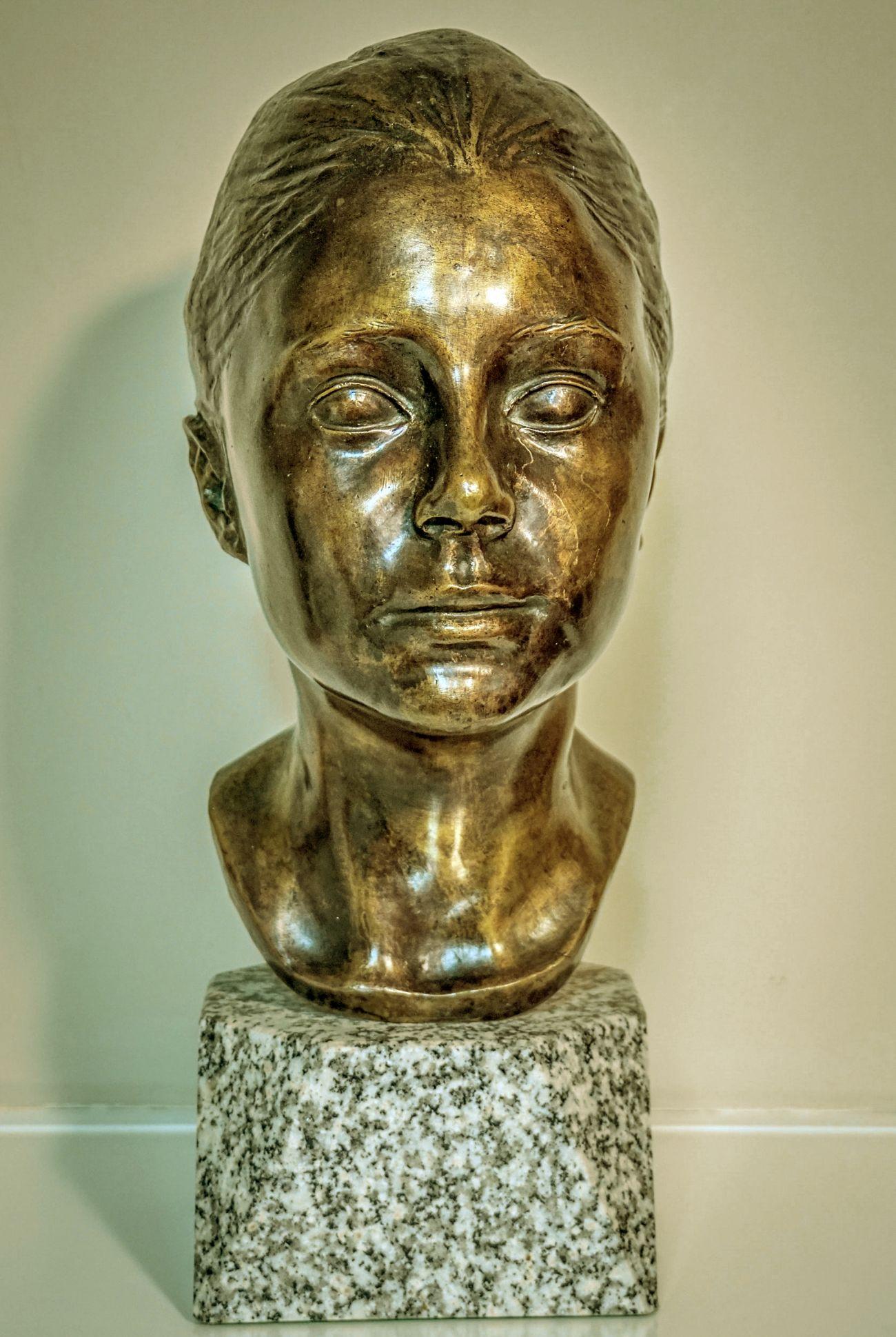 Busto de Marta Abad Cañas (1987) - Julio Abad Saiz