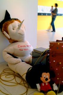 Modelos para el comportamiento. Galería Trece. 2004. Chile