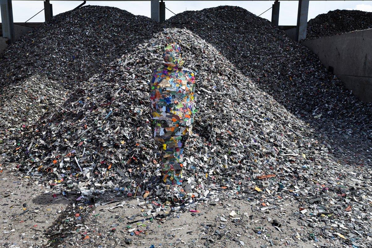 'E-waste Plastic' de las serie 'The Things We Leave Behind' (2014) - Susana Sanromán