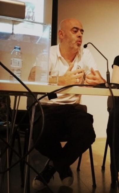 Detalle de pantallazo de su intervención en el Ciclo Colecionar Arte com Luís Ferreira e Leonor Leite © Adelaide Duarte. Cortesía  del MNAC-Museu Nacional de Arte Contemporânea do Chiado
