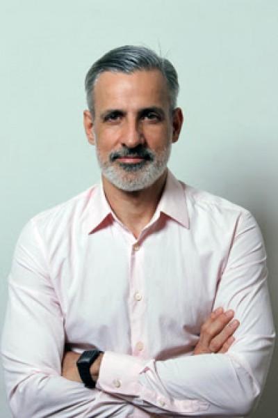 Adriano Pedrosa por Mauricio Jorge