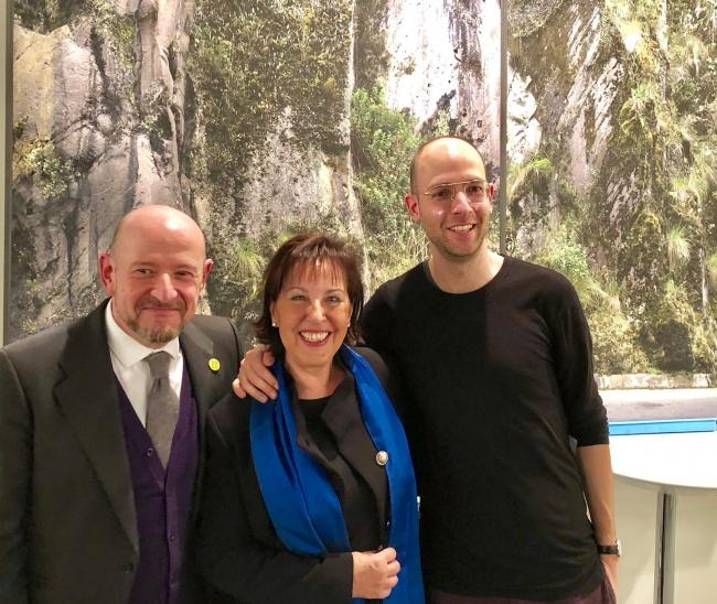 Carlos Urroz, Pilar Forcada y Carlos Irijalba en la entrega del Premio Art Situacions ARCOmadrid 2018. Cortesía de Greens Power Products, S.L.