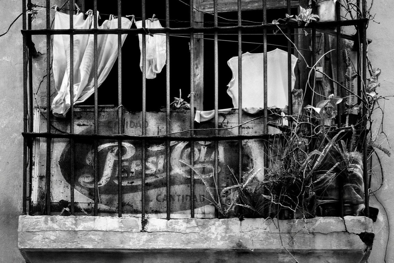 Anuncio de Pepsi Cola mostrandose nuevamente en un balcón de la Habana (2017) - Dany del Pino Rodríguez