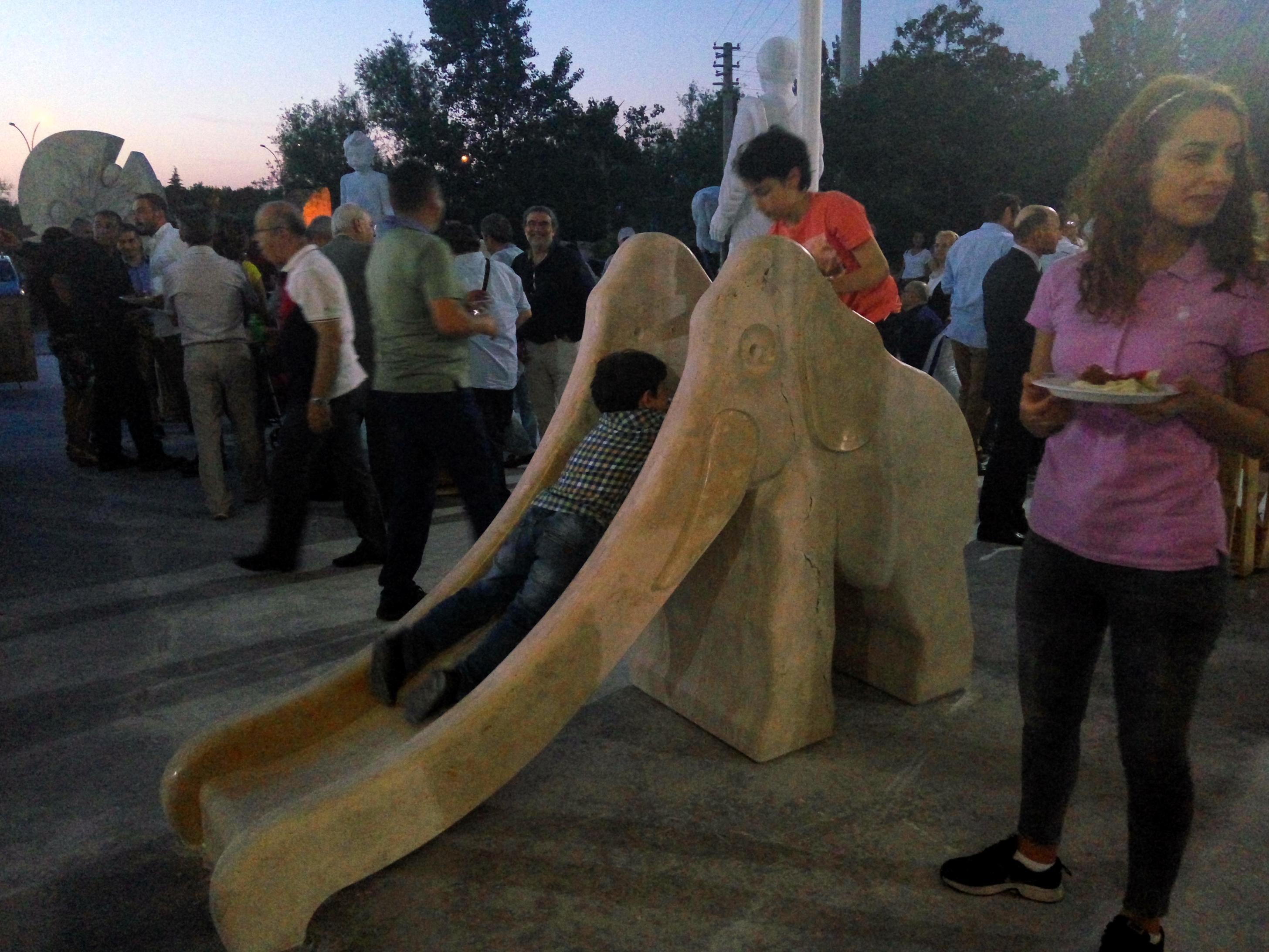 Elefante Tobogán (2016) - Pedro Anía