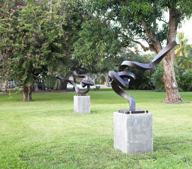 """Obra del jardín de esculturas """"Miami Shores Village Sculpture Garden"""" - Cortesía de Alberto Cavalieri"""