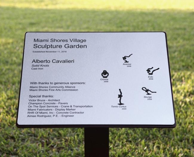 """""""Miami Shores Village Sculpture Garden"""" - Cortesía de Alberto Cavalieri"""