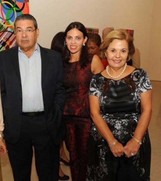 Humberto Ugobono, Vanessa Ugobono y Rosalia Ugobono. Cortesía de Haute Living